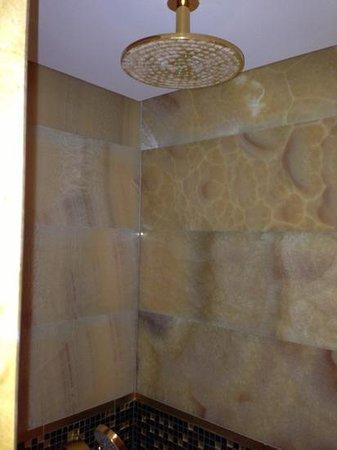 Mardan Palace: shower