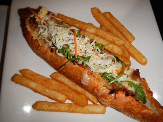 Rydges Esplanade Resort Cairns: Pulled pork Baguette (room service menu)