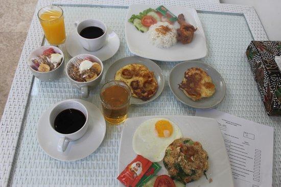 Jas Boutique Villas: Breakfast again! YUM