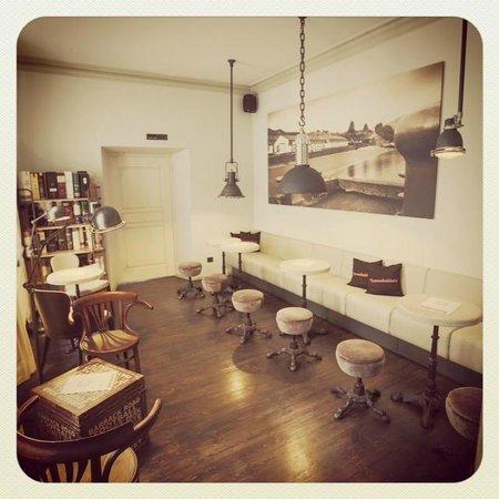 King & Mouse - Whisky Bar & Shop: Lounge Room