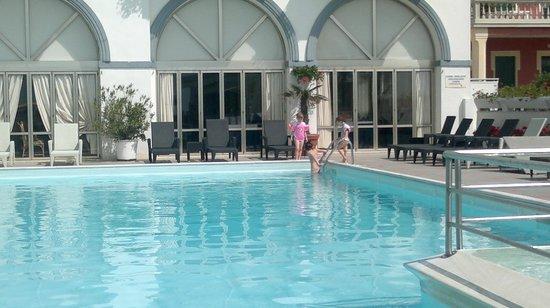 Marina Hotel: BAGNO IN PISCINA