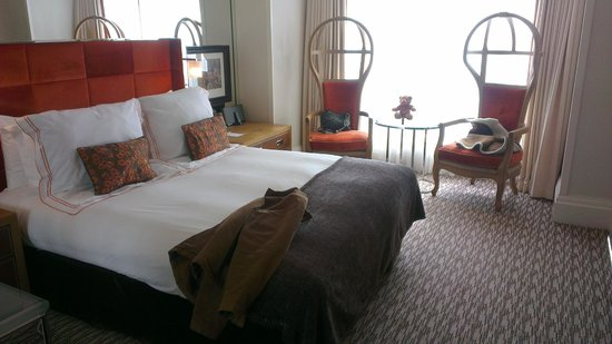 The Athenaeum Hotel & Residences: Standard Room on 9th floor