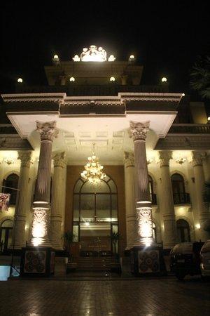 The Grand Palace Hotel Malang : the hotel at night