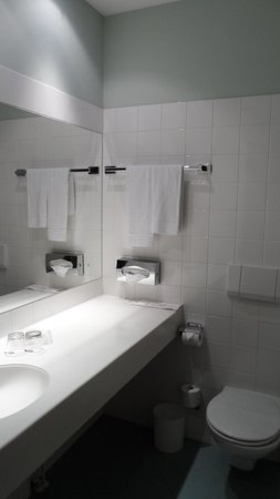 BEST WESTERN City Hotel Moran: Bathroom