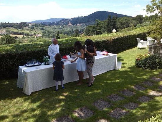 Aperitivo nel magnifico giardino picture of villa for Giardino orticoltura firenze aperitivo