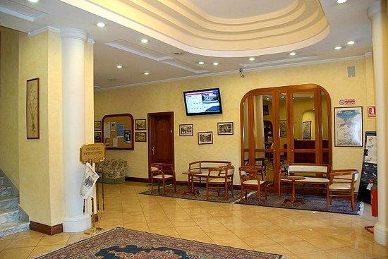 Limone Palace Aparthotel : Hall