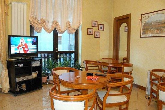 Limone Palace Aparthotel : Saletta TV