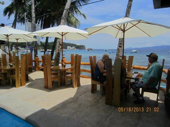 Montani Beach Resort: nice view while eating