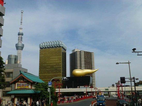 Viainn Asakusa: ブルーウェーブイン浅草地下鉄出てすぐに見える景色