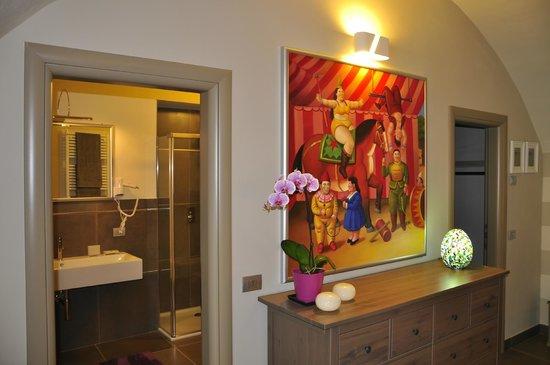 bagno e paticolare Suite Botero - Picture of B&B Re Perone, Anfo ...