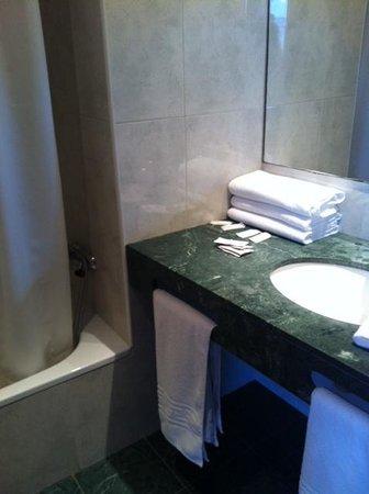 Gran Hotel Flamingo: bathroom