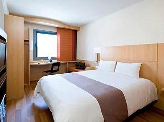 chambre picture of ibis avignon sud avignon tripadvisor. Black Bedroom Furniture Sets. Home Design Ideas