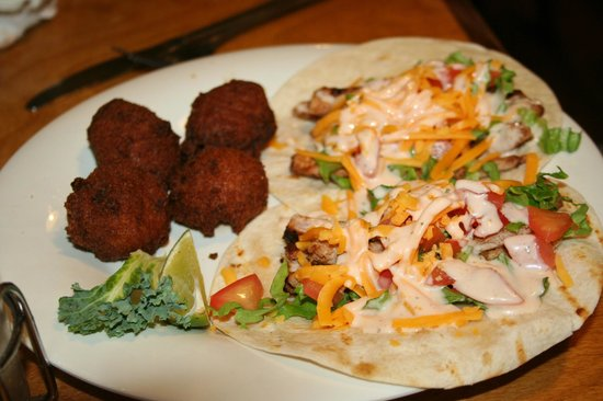 Triple Tails Oyster Bar and Grill: Tuna Tacos
