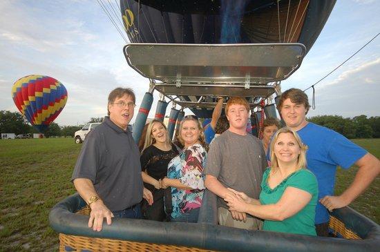 Orlando Balloon Rides: Ten of us went together !!