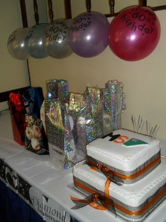 Patshull Park Hotel Golf & Country Club: A raffle and a celebratory cake to complete the event!