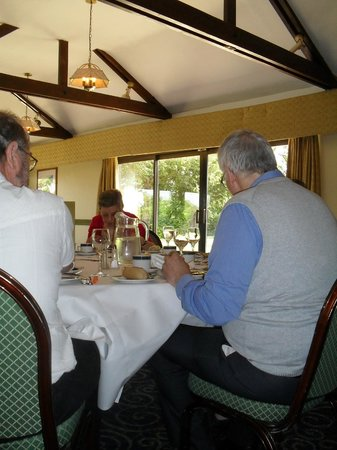 Patshull Park Hotel Golf & Country Club: Guests enjoying Sunday lunch