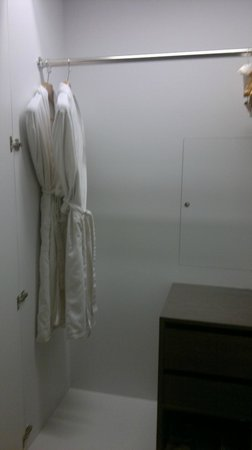 City Suites Taipei Nanxi: wardrobe with kimono towel