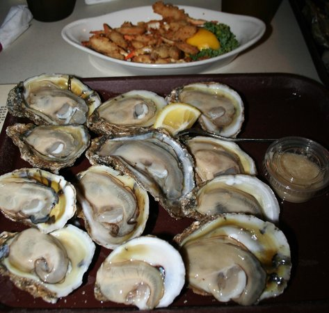 Papa Joe's Oyster Bar & Grill: Raw On the Half Shell Oysters