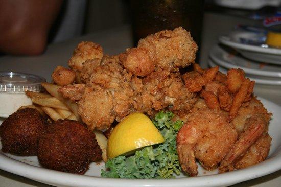 Papa Joe's Oyster Bar & Grill: Seafood Platter
