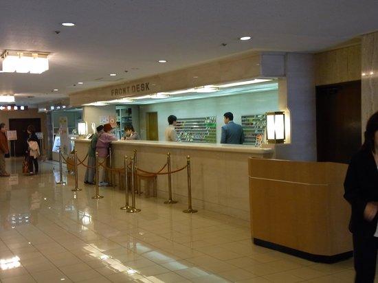 Nagoya Crown Hotel: フロントです。