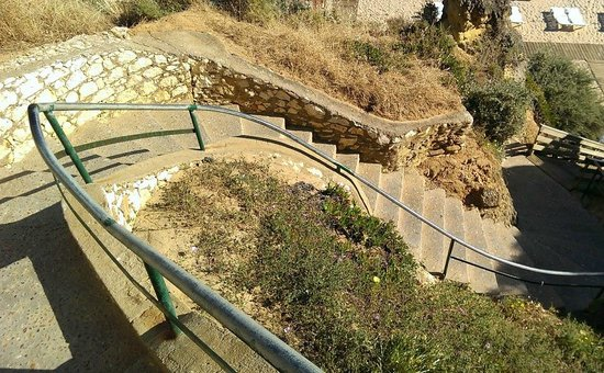 Hotel Luar: One example of steps to beach - steep