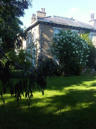 Ivy Guesthouse: the house as seen from the garden
