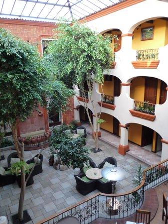Mansion del Valle: patio central