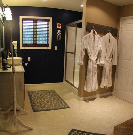 Moon Shadow Bed and Breakfast: Nautical Bathroom