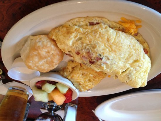 the toasted yolk cafe : Great breakfast
