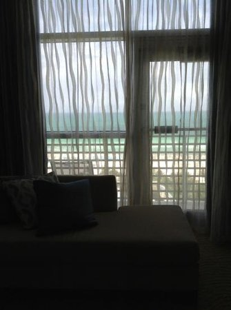 The Ritz-Carlton, South Beach: Caption removed due to Bug 90976