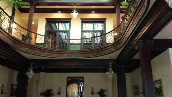 جيسير جراند هوتل: Stairwell of this Hotel....