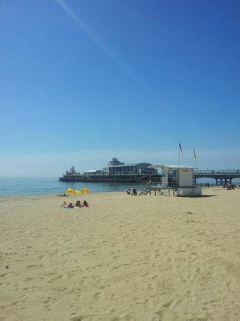 Bournemouth Pier: Beautiful Pier, like a statue of B´mouth