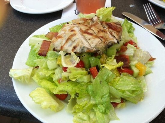 Burtons Grill: Grilled Chicken Salad