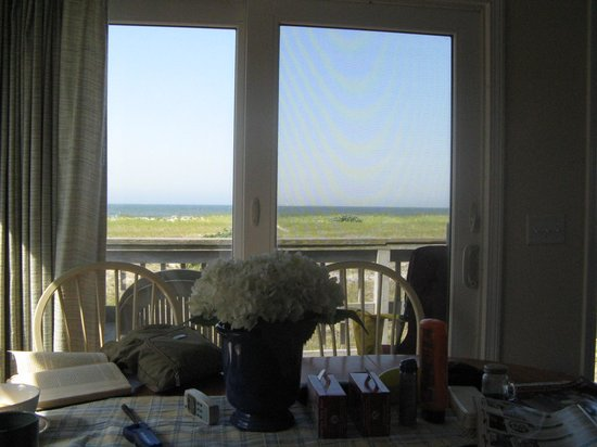 Crow's Nest Resort: East Cottage - view from kitchen table