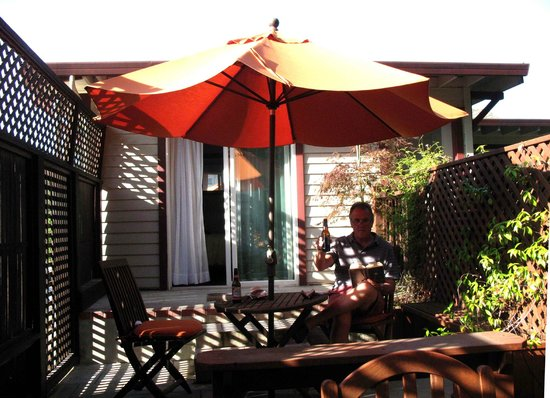Wine Way Inn: Patio area