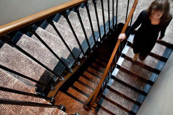 เฟรด โฮเต็ล: The staircase