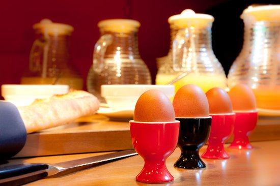 Fred Hotel: Breakfast