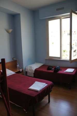 Hostel Gallo d'Oro: Room 3: 2 single beds (2 sets of bunks to the left of this photo)