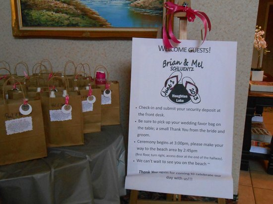 Beachfront Hotel Houghton Lake Michigan: Upon entering the lobby, each guest had a gift bag from the happy couple :)
