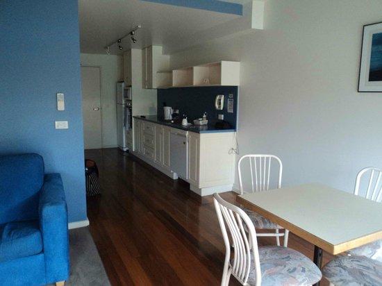 The Anchorage Motel: Entry/Kitchen