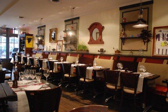 Huguette - Café cantine du Bon Vivre: salle 2