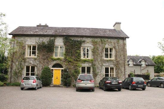 Shelburne Lodge: Exterior