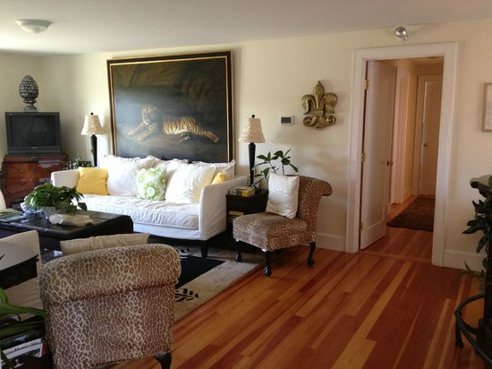 Escobar's Farmhouse Inn: Living Room for all to use