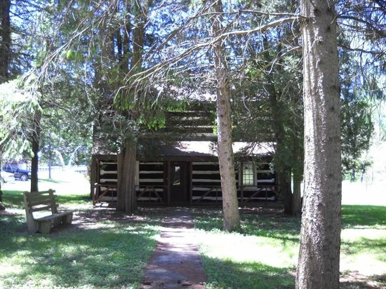 Trough Creek State Park: cabin - you can only view outside