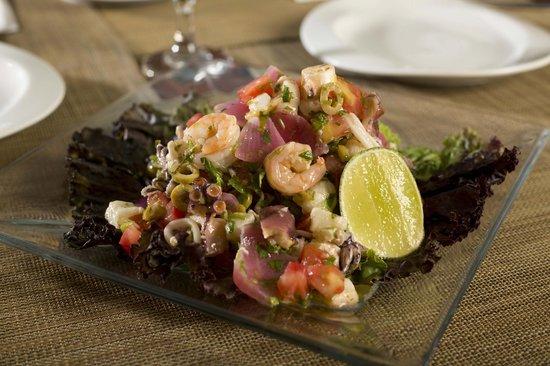 Rolandi's: Ensalada de Frutos del Mar - Fresh Seafood salad
