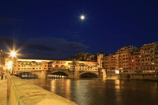 La Casa del Garbo: Ponte Vechio is only a few minutes walk from Case del Garbo