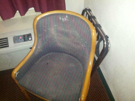 Motel 6 : Filthy Chair and Filth Broken AC
