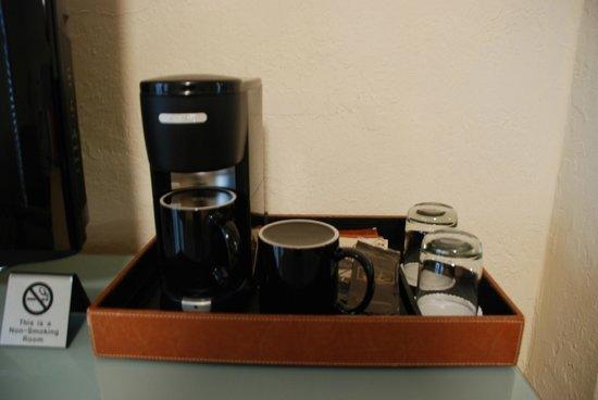 Hotel Carlton, a Joie de Vivre hotel: One-cup coffee maker