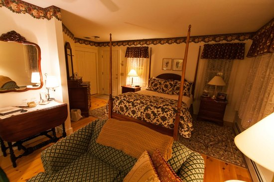 Buttonwood Inn on Mount Surprise: the room