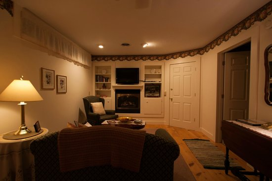 Buttonwood Inn on Mount Surprise: the room from another angle